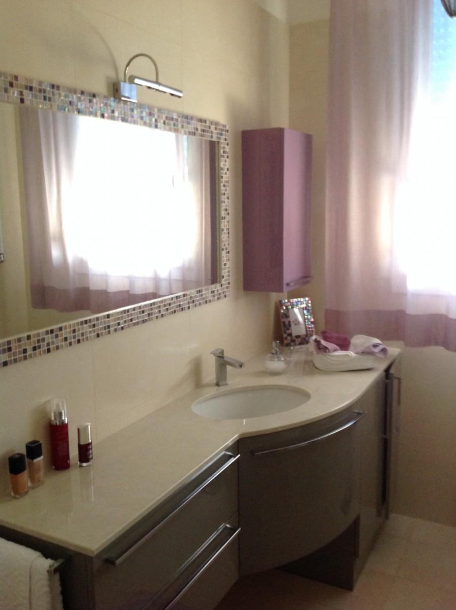 Bagno specchio con cornice mosaico renato trussorenato - Specchio per bagno ...